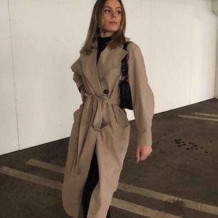 INTRESSEKOLL!! Funderar på att sälja min trenchcoat då jag redan har en liknande. Köpte för 899 på Gina tricot. Mitt pris : 430 inklusive frakt !