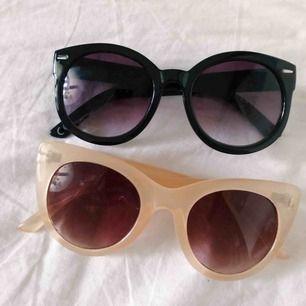 Solglasögon från Monki. Båda för 85kr! ett par för 50kr. Köper du båda får du glasögonfodral på köpet 🌸 köpare står för frakten