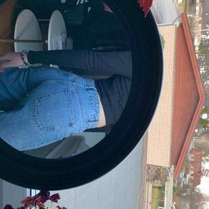 As balla vida jeans ifrån Zara! Säljer pga att dom tyvärr är lite för korta för mig🥺 Lagt in bilder på hur dom sitter på mig💗 HÖGSTA BUDET LIGGER PÅ 500