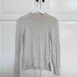 fin ljusbeige stickad tröja ifrån hm, knappt använd 💕 frakt ingår ej