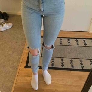 Jättefina jeans från Carlings, använda några fåtal gånger men fortfarande i jättebra skick!!⚡️🤍 frakt: 79kr