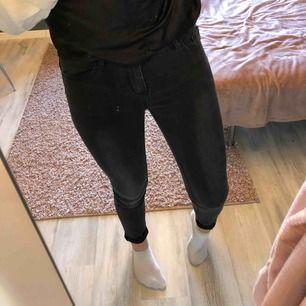 Vanliga svartgråa jeans från i dig denim som är för små Säljer för 80kr + frakt