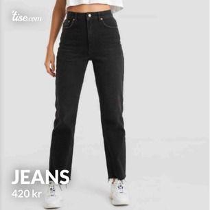 Jätte snygga och populära jeans, bara testade en gång, sprillans nya med lappen frf på köpta för 500kr.