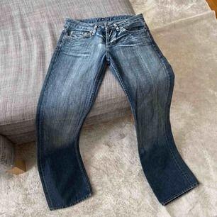 Sjukt snygga jeans från Armani, köpt på Plick och tyvärr  för små för mig:(( raka/lite vida i benen strl 28