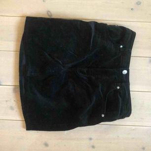 Velour-kjol från HM i storlek 36 🕶🦇