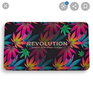CHILLED WITH CANNABIS SATIVA palett från Revolution i obruten förpackning. CF & vegan. En palett med både matta, metalliska och glitter skuggor. Oanvänd och obruten förpackning. Kommentera eller skriv PM om du undrar över något.  Kan fraktas. 🌸