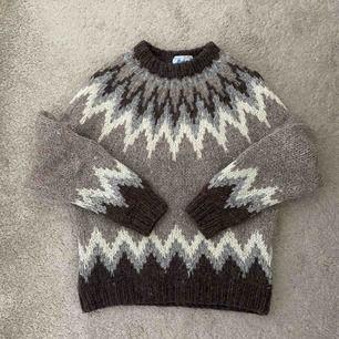 Jättefin stickad tröja i 100% ull, står L på lappen men skulle säga att den passar mer s/m