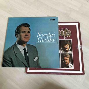 Coola vinyl skivor, man köper båda gärna!