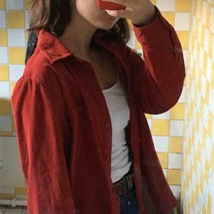 Unik klarröd tunn jacka/skjorta perfekt nu till våren och sommaren!!!