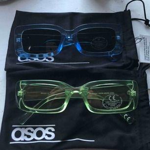 Två oanvända glasögon från asos!🦠 För ett par 50:- för båda 100:-🦋 Frakt tillkommer 🐸 skickar inga bilder på mig med glasögonen på. Passar inte i dom alls lmao!!
