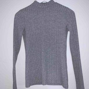Ribbad långärmad tröja ifrån Pieces💗