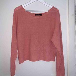 Superfin korall rosa off shoulder tröja ifrån Bikbok, aldrig använd då den var för liten när jag köpte den❤️