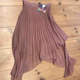 Ny kjol från missguided. Nypris ca 300kr. Fler bilder kan fås vis intresse.