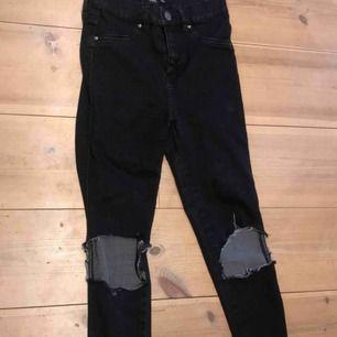 Jeans från lager 157. Korta på mig som är 160.