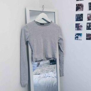 Söt och superskön grå tröja från brandy