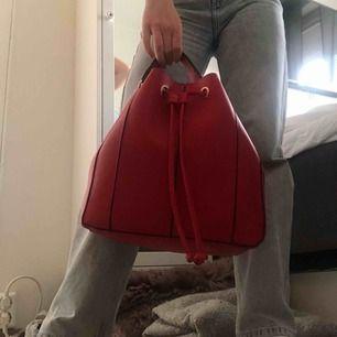 Jätte söt röd väska. Knappt använd🌺