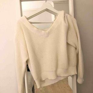 Stickad tröja från Gina Tricot. Off shoulder/ one shoulder