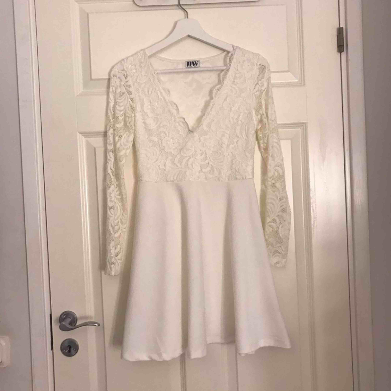 Vit klänning till skolavslutning, student osv Använd en gång . Klänningar.