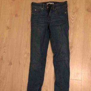 Jeans från Gina i modellen Alex