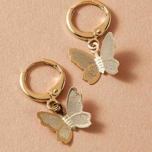 Guldfärgade fjärils-örhängen! 🦋