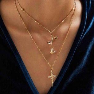 Guldfärgat halsband med två kedjor 🌙