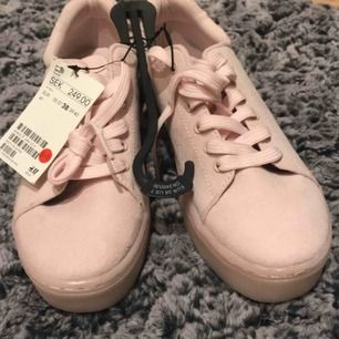 Helt nya skor från HM i storlek 38