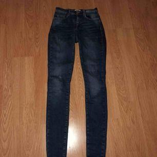 Sjukt snygga jeans med bra passform!