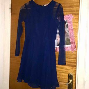 Blå klänning med mesh armar från ASOS!! 🌞