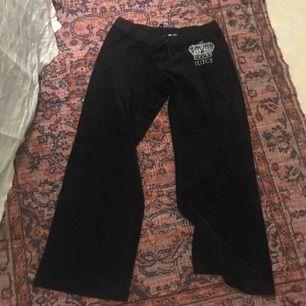 Juicy Couture byxor!! Märkta storlek XL men har resår i midjan 🌞 passar mig som vanligtvis har xs/s!