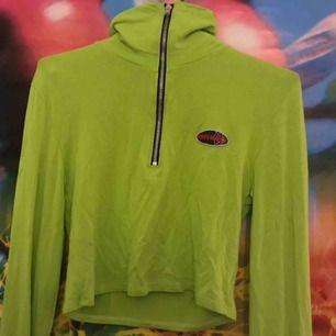 Neongrön tröja från O-mighty! Väldigt stretchig och passar XS-L 🌞✨