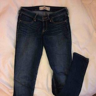 Lågmidjade jeans från Hollister. W: 26 L:29 Väldigt snygga på