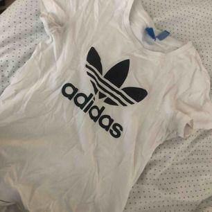 Adidas tröja, storlek XS
