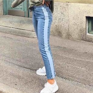 snygga jeans ifrån nakd köpa på pick, tyvärr försmå för mig. dom är insydda till storlek 36