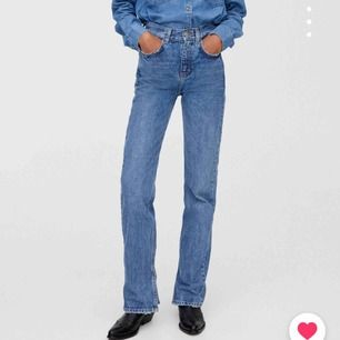 Helt nya jeans med slits som är slutsålda på hemsidan!! Köpte tyvärr för stor storlek:/  Kan även byta mot ett par 36:or!