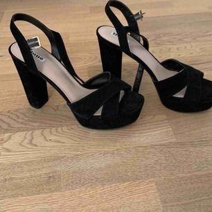 Snygga skor från Dune, använda en gång säljer eftersom jag inte kan använda de