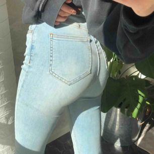 Snyggaste jeansen från NAKD! Formar bra och är i finaste färgen. Frakt tillkommer⭐️