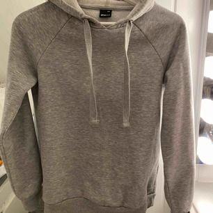 Simpel hoodie från gina, mer som en Xs/s