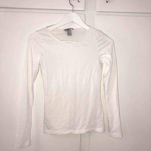 Oanvänd vit basic tröja från h&m