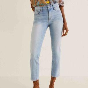 Oanvända jeans från mango.