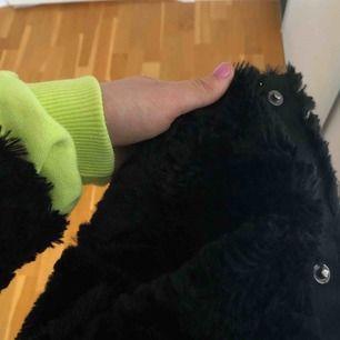 Pälsjacka från Vero moda!! Möts upp i Stockholm eller så får köparen stå för frakten💕💕💕Använd fåtal gånger☀️