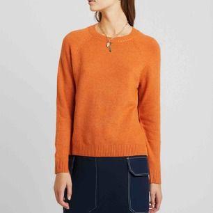 Jättefin orange stickad tröja använd Max 5 ggr. Frakten är 50kr💕😊