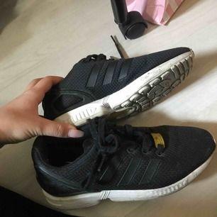 Adidas flux skor. Stora i storleken