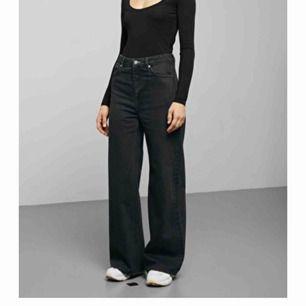 Svarta Weekday jeans i modellen ace, mycket bra skick! Pris kan förhandlas, möts upp i Stockholm fraktar ej!