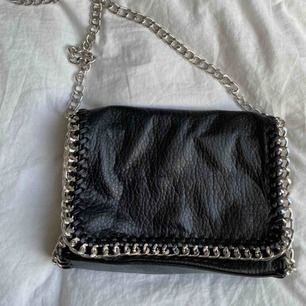 Jättefin väska från Scorett i märket tiamo, bra skick, köptes för 500kr