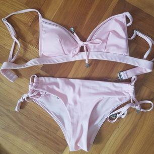 Superfin ljusrosa bikini! Lite mer rosa än på bilden (kan skicka bättre privat). Använd några gånger men i felfritt skick! Står 36 på men passar 34-38.