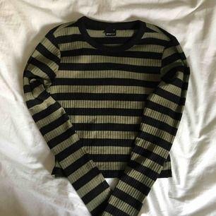 Långärmad jättemjuk tröja från Gina. Lite kortare men inte croppad. Tror jag köpte dom för 150kr, frakt ingår inte. Tvättar och strycker innan jag skickar iväg☺️