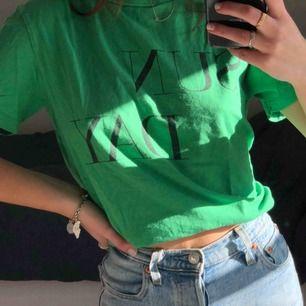 T-shirt i finaste färgen! Använd få gånger! Frakt: 20kr