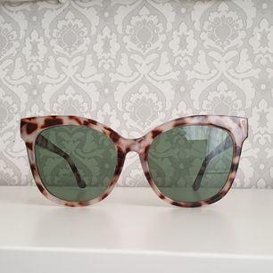 Knappt använda solglasögon som säljs då jag inte använder de längre. Köparen står för fraktkostnader.