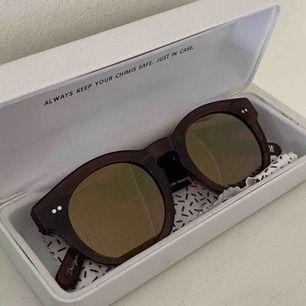 Chimi Eywear solglasögon i brunt, modell 003 Som nya Jättenajs till våren, passar både tjejer och killar Bud från 450kr Jag står för frakt