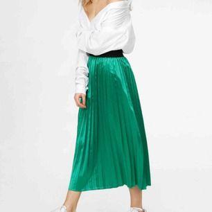 Säljer min gröna plisserade kjol från junkyard, då jag får ytterst liten användning för den. 💖💖